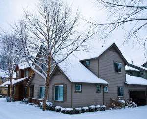 Pri výstavbe alebo rekonštrukcií strechy myslite aj na zimu a sneh
