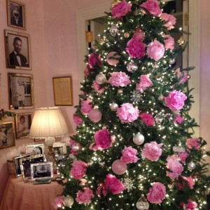 fresh_pink_roses_on_tree-mariah_carey_celebrity_christmas_tree-natural_christmas_tree_decorations-good_housekeeping_uk__large