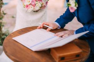 Vysnívaná svadba v zahraničí: Nezabudnite na doklady aj ich úradné preklady!