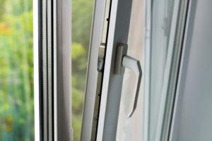 Či Vám bude teplo, alebo zima, najväčšmi ovplyvní sklo v oknách.
