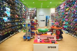 Crocs: Z obuvi do kúpeľov celosvetový fenomén