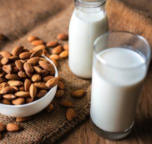 Rastlinné mlieka sú novým trendom. Sú však skutočne lepšie ako tie kravské?